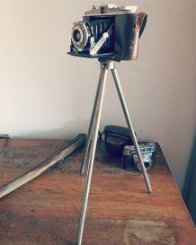 Ancien trépied pour appareil photo