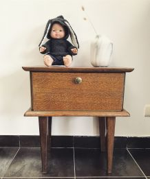 Petite table de chevet en bois