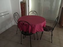TABLE VERRE  ET METAL + 4 CHAISES METAL