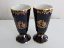 2 mazagrans porcelaine de Limoges bleu de four décor scène galante