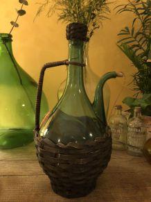 Ancienne bouteille d'Armagnac avec buse enfermé en osier