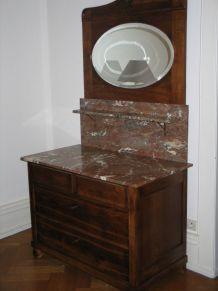 Commode ancienne avec marbre rose