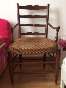 fauteuil en bois et tissu