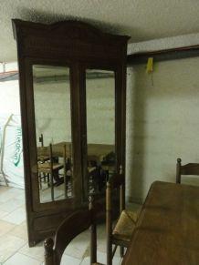 armoire ancienne rénovée à l'intérieur
