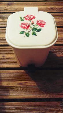 poubelle vintage décor roses à pédale