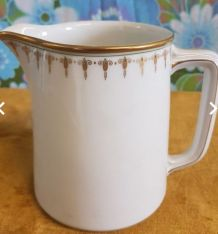 Jolie pichet porcelaine blanche
