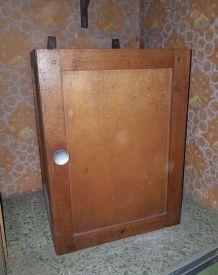 ancien petit meuble de rangement