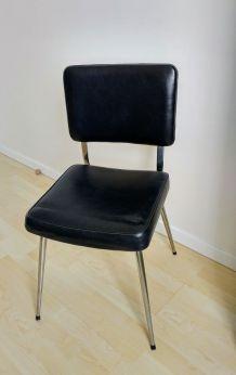 Chaise simili cuir noir vintage