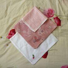 Lots De 4 Mouchoirs Blancs Et Roses Pastels- Neufs