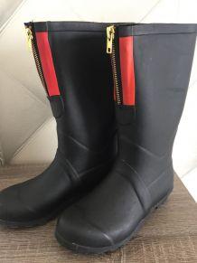 Bottes de pluie noire avec bande rouge