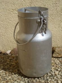 bidon a lait  en  aluminium ,  ancien