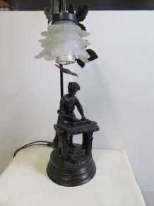 Lampe en métal, reproduction d'un métier d'antan, menuisier,