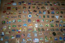 GROS LOT DE + DE 220 PIN'S de collection
