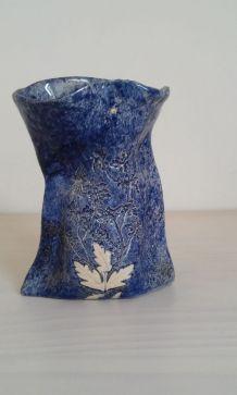 vase bleu en faïence fait main