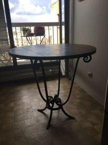 Table d'appoint en bois et fer forgé