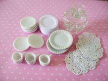 Vaisselle miniature : assiettes, plats, tasses, présentoir