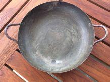 Petit plat rond en cuivre étamé