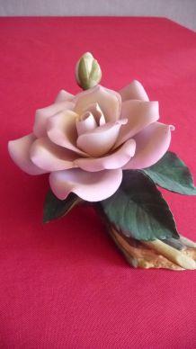 Rose en porcelaine état superbe