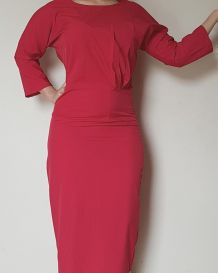Robe rouge style rétro
