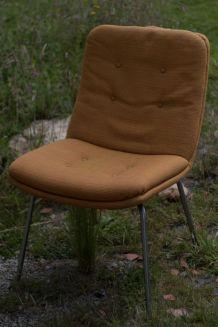chaise geoffrey d'harcourt pour artifort à restaurer