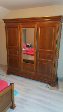 armoire en chene  2 portes penderie 1 etagere 1 miroir milie