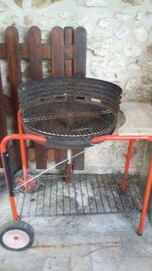 Barbecue sur roulette charbon ou bois