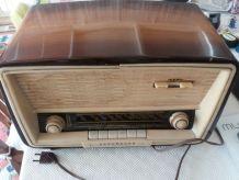 Ancien poste de radio Nordmende modèle Elektra