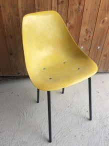 Chaise en fibre de verre jaune Coccinelle par René Caillette