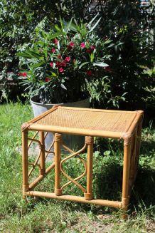 Table d'appoint en rotin , bout de canapé