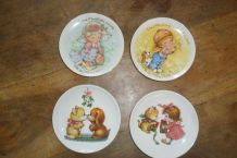 "LOT DE 4 ASSIETTES ""AVON"""