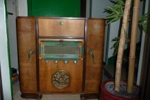 ancien meuble de radio
