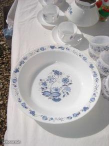 Grand plat Arcopal fleurs bleues ANTAR Vintage