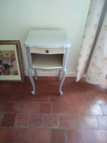 Table de chevet ancienne en bois relookée