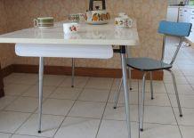 Table de cuisine en formica grise