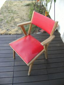 chaise rouge skaï