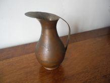 Original Petit pot à lait ancien en cuivre