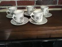 Délicat service à café en porcelaine