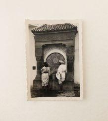 Photo vintage les femmes à la fontaine Maroc 50's