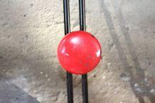 Porte manteau 4 patères métal rouge et noir
