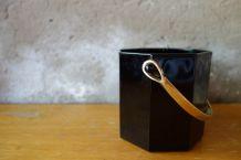 Seau à glaçons en verre noir et anse dorée