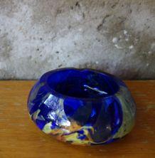 Cendrier en verre bleu et multicolore Rochere France