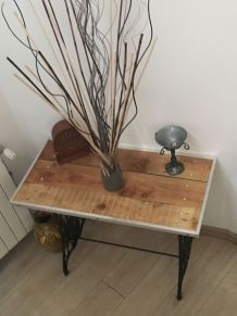 Table d'appoint avec vielle machine a coudre