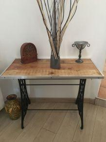 Table d'appoint avec vielle machine a coudre