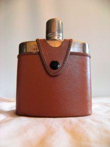 Fiole alcool étui cuir marque Kuang Huel vintage