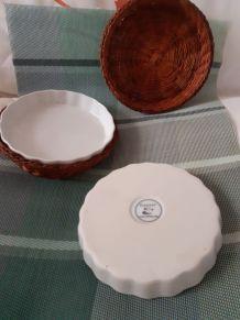 2 plats à tarte individuels, en porcelaine à feu.