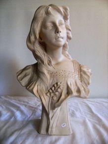 Buste sculpté en marbre blanc signé FG M575