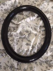 Cadre ancien, de forme ovale