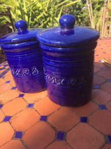 Lot de deux pots à épices