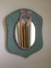 Petit miroir sur cadre velours bleu
