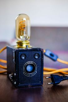 Kodak Brownie transformé en lampe à filament